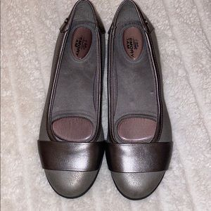 Life Stride Gray Flats